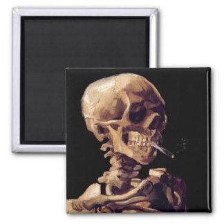 Cráneo con un cigarrillo ardiente de Van Gogh Imán