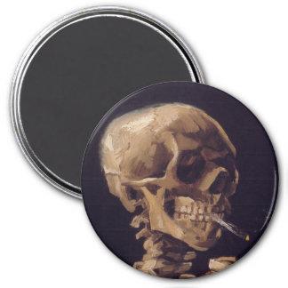 Cráneo con un cigarrillo ardiente imán de frigorifico