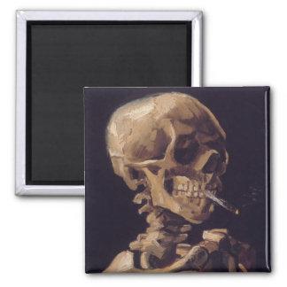 Cráneo con un cigarrillo ardiente - Vincent van Go Imanes