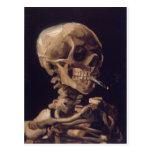 Cráneo con un cigarrillo ardiente - Vincent van Go Postal