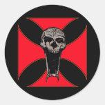 Cráneo cruzado de Templar Pegatinas Redondas