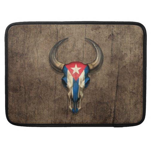 Cráneo cubano de Bull de la bandera en el efecto d Funda Macbook Pro