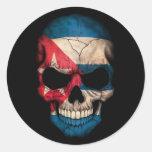 Cráneo cubano de la bandera en negro etiquetas