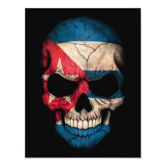 Cráneo cubano de la bandera en negro
