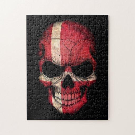 Cráneo danés de la bandera en negro rompecabeza