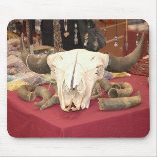 Cráneo de Bull con los cuernos Mouse Pad