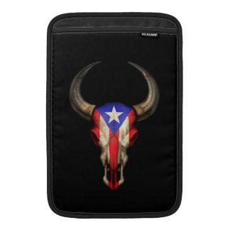 Cráneo de Bull de la bandera de Puerto Rico en neg Funda Macbook Air