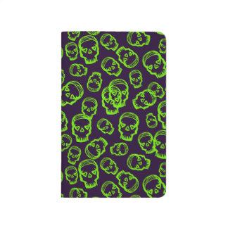 Cráneo de corazones - verde y púrpura cuaderno grapado