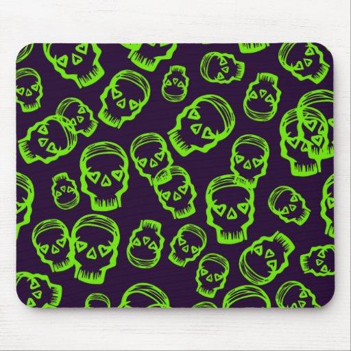 Cráneo de corazones - verde y púrpura tapetes de ratón