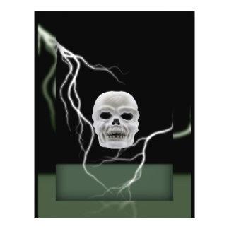 Cráneo de Halloween y tarjeta de la iluminación Tarjetón