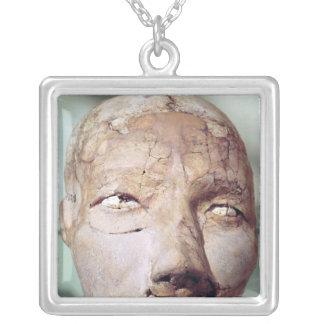 Cráneo, de Jericó, 7000-6000 A.C. Collar Plateado
