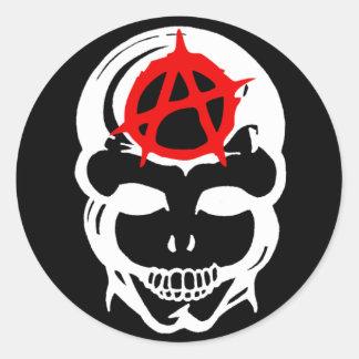 Cráneo de la anarquía etiquetas redondas