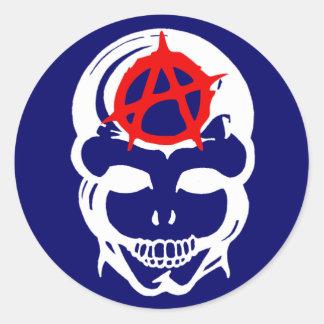 Cráneo de la anarquía pegatina redonda