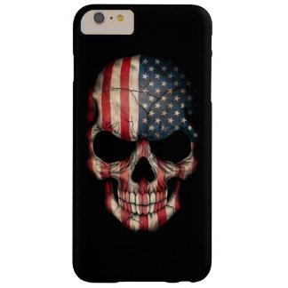 Cráneo de la bandera americana en negro funda de iPhone 6 plus barely there