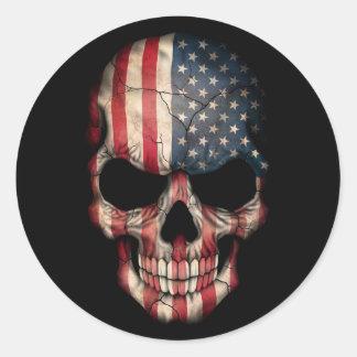 Cráneo de la bandera americana en negro pegatina redonda