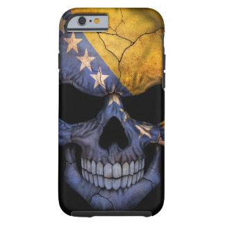 Cráneo de la bandera de Bosnia y Hercegovina en Funda De iPhone 6 Tough