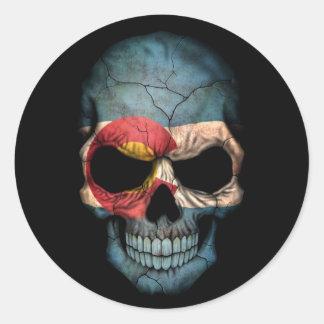 Cráneo de la bandera de Colorado en negro Etiqueta Redonda