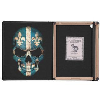 Cráneo de la bandera de Quebec en negro iPad Fundas