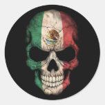 Cráneo de la bandera mexicana en negro etiqueta redonda