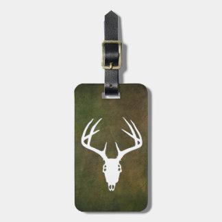 Cráneo de la caza de los ciervos con las astas etiquetas maletas