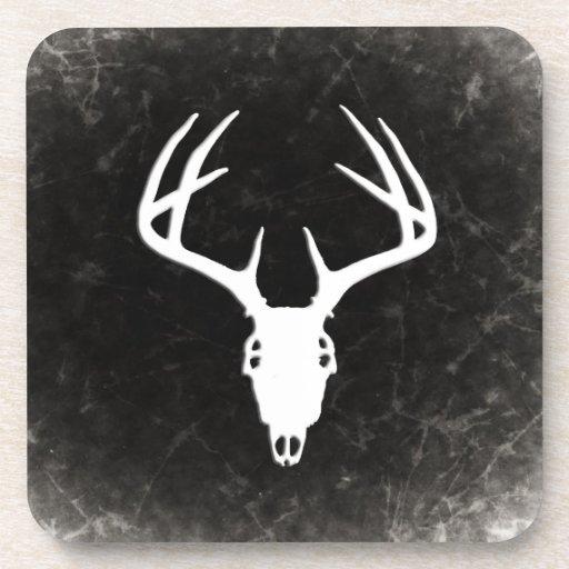 Cráneo de la caza de los ciervos con las astas posavasos