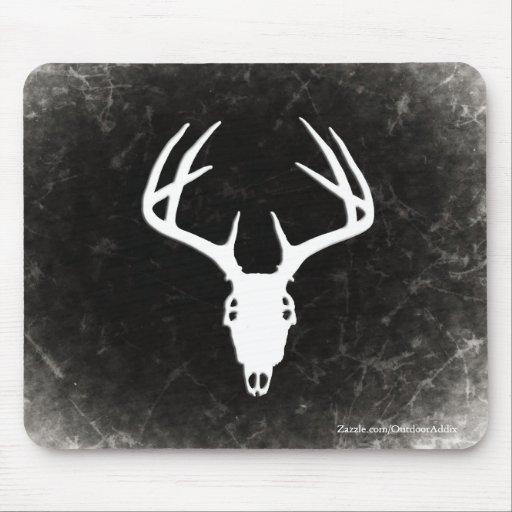 Cráneo de la caza de los ciervos con las astas tapete de raton