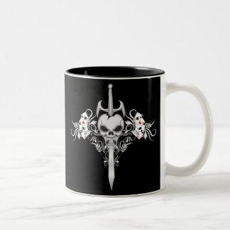 Cráneo de la espada - negro taza dos tonos