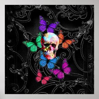 Cráneo de la fantasía y mariposas coloreadas póster