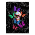 Cráneo de la fantasía y mariposas coloreadas felicitación