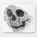 Cráneo de la huella dactilar alfombrillas de raton