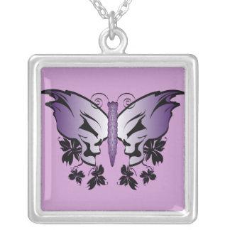 Cráneo de la mariposa - púrpura colgante cuadrado