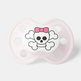 Cráneo de la niña y pacificador dulces y descarado chupetes
