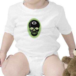 Cráneo de la piscina de la bola del verde 8 camisetas