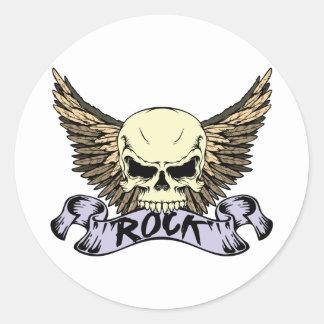 Cráneo de la roca con las alas pegatina redonda