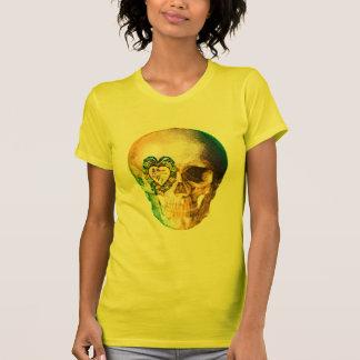 Cráneo de la tarjeta del día de San Valentín del o Camiseta