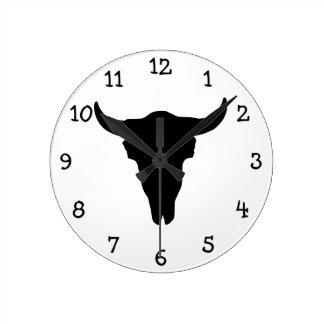 Cráneo de la vaca reloj redondo mediano