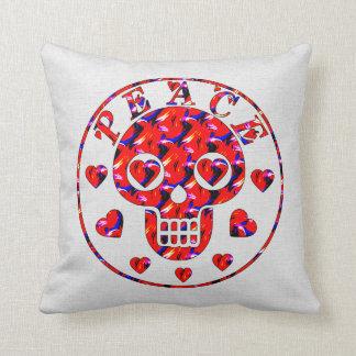 Cráneo de los corazones de la paz almohadas