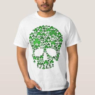 Cráneo de los tréboles del día del St Patricks Playera