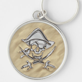 Cráneo de plata del pirata en la playa llavero redondo plateado