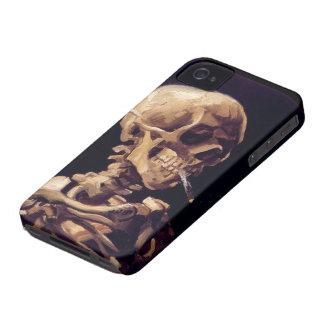 Cráneo de Van Gogh con el cigarrillo ardiente iPhone 4 Case-Mate Protectores