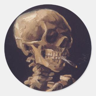 Cráneo de Vincent van Gogh con un cigarrillo Pegatina Redonda