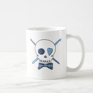 Cráneo del arte (azul) taza básica blanca