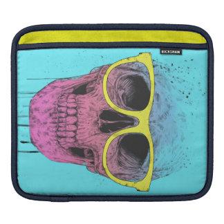 Cráneo del arte pop con los vidrios mangas de iPad