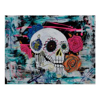 Cráneo del azúcar con los rosas postales