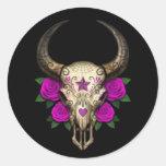 Cráneo del azúcar de Bull con los rosas púrpuras Pegatinas Redondas