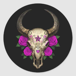 Cráneo del azúcar de Bull con los rosas púrpuras Pegatina Redonda