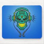 Cráneo del azúcar de DJ - azul y amarillo Mousepad