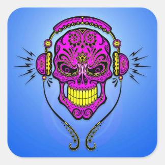 Cráneo del azúcar de DJ - púrpura y amarillo Pegatina Cuadrada