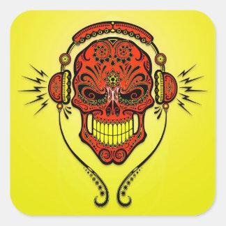 Cráneo del azúcar de DJ - rojo y amarillo Pegatina Cuadrada