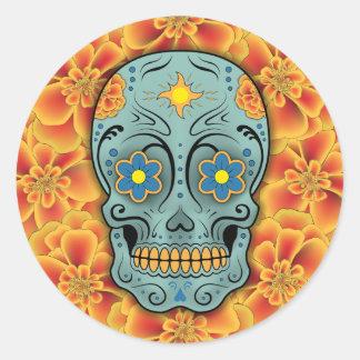 Cráneo del azúcar (día de los muertos) (rojo) pegatina redonda